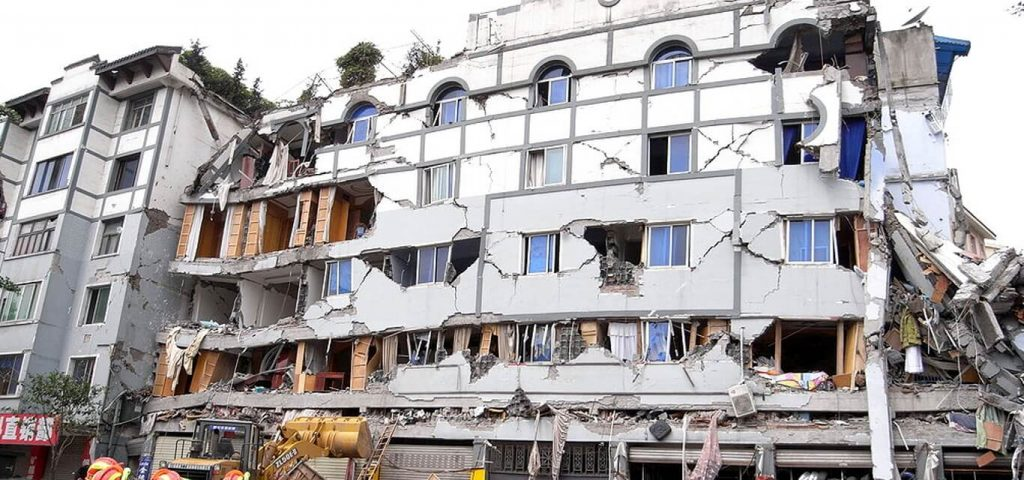 Sichuan_earthquake_building_collasped.