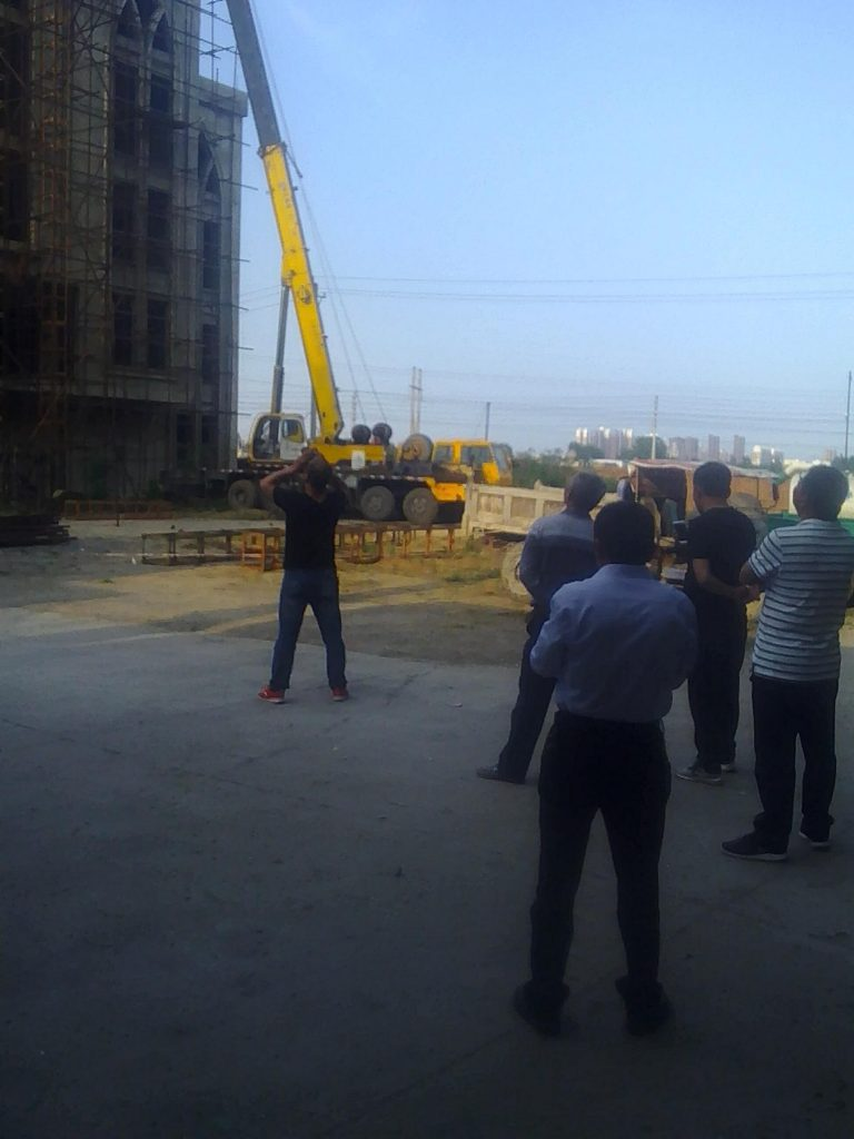 The forcible removal of cross of Shenjiagang Church in Long'an, Anyang, Henan. (Photo 4)