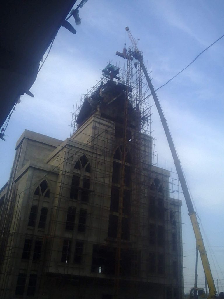 The forcible removal of cross of Shenjiagang Church in Long'an, Anyang, Henan. (Photo 3)