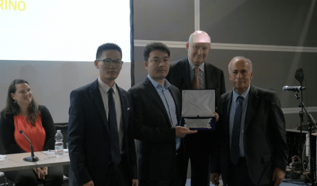 The Church of Almighty God receives team award for resisting religious persecution. (Photo: Ai Jie)