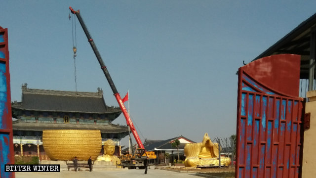 Hubei Province Destroys Buddha Statues and Seals Off Temples