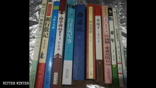 Part of the books that the students in a middle school in Shandong Province are required to read.