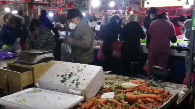 Wuhan citizens rush to buy vegetables during Wuhan coronavirus outbreak.