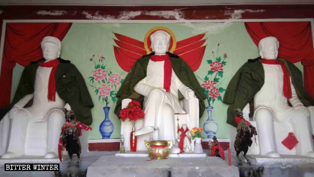 Statues of Mao Zedong, Zhou Enlai, and Zhu De enshrined in the Qingyun Temple.