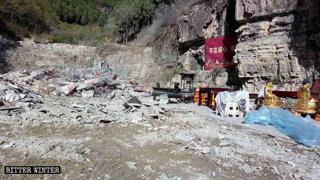 The Shengquan Temple has been turned into a heap of ruins.