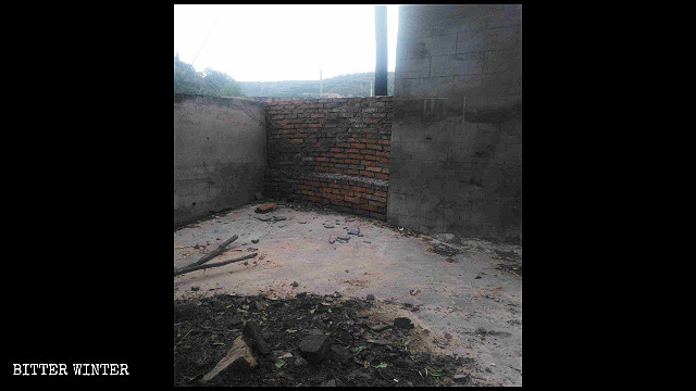 The Guandi Temple in Yan'an-administered Sanchatownwas shut down, all its possessions burned.