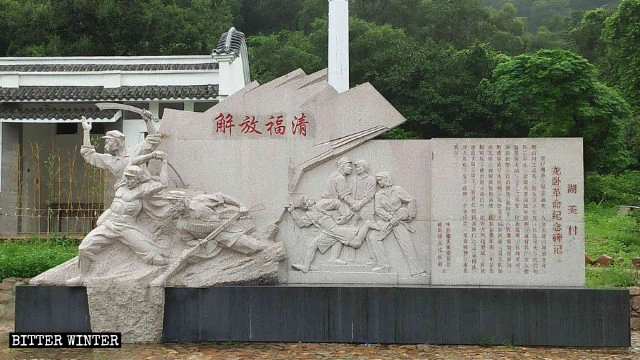 The monument outside the temple dedicated to China's revolutionary past.