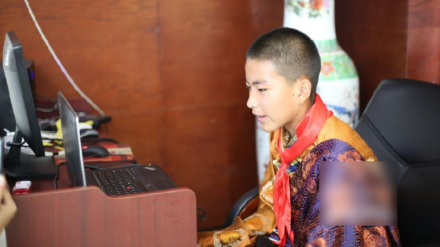 "A Tibetan student at the Chanba No. 1 Middle School talks to ""Xi'an parents"" online."
