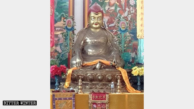 A Tibetan Buddha Statue in the Fuyun Temple.