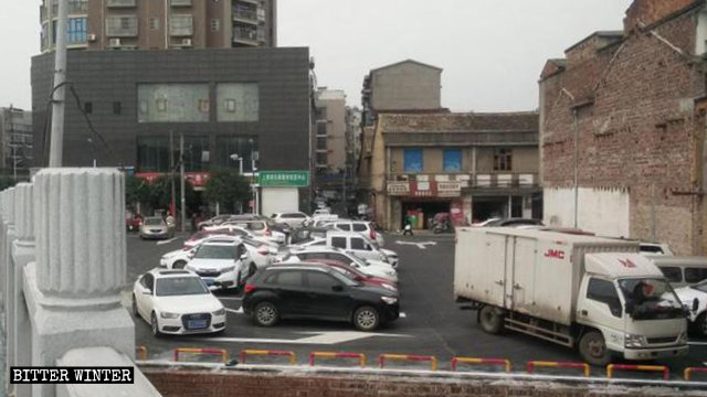 A parking lot was built in place of the demolished Wulong Temple.