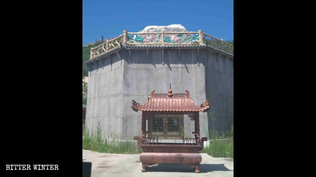 The demolished Guanyin statue in the Chongfu Temple.