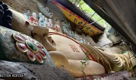 The reclining Buddha in the Puji Temple.