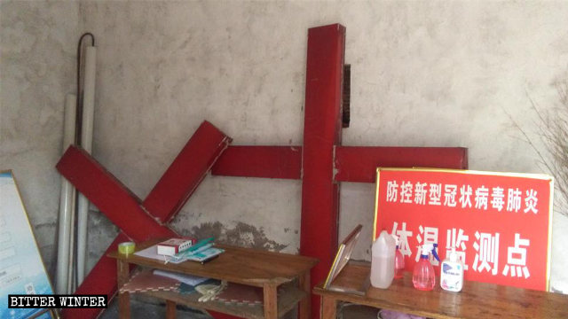 A Three-Self Church in Linyi's Tancheng county had its crosses removed in August.